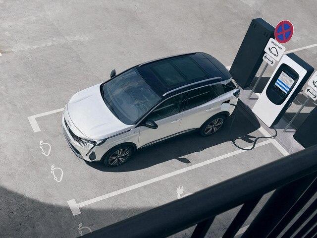 Novi SUV PEUGEOT 3008 HYBRID – Punjenje na privatnoj stanici za punjenje